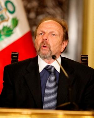 20110827211251-ministro-salomon-lerner-ghitis.jpg