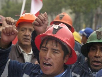 20140521062843-huelgas-mineras-peru.jpg